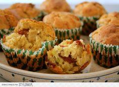 Muffiny z cukinią i suszonymi pomidorami Jeśli znudził… na Stylowi.pl Breakfast, Kitchen, Food, Morning Coffee, Cooking, Kitchens, Essen, Meals, Cuisine