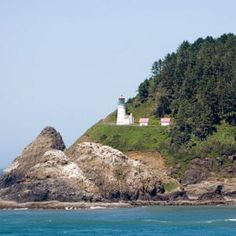 Top 10 Haunted Lighthouses Even ghosts seem to love these majestic coastal beacons.