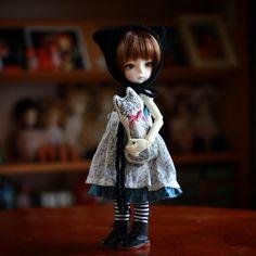 : @tamaneco たまさんからのプレゼントのネコちゃんです。 インスタを見ていて 可愛いなぁと垂涎でしたが 以心伝心となりました;;; ありがとうございました*\(^o^)/* 3.0にぴったりのサイズ、可愛いです。 : 15.08.18 : #iMda #dollstagram #bjd