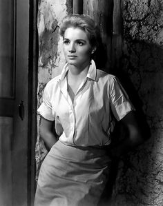 """Angie Dickinson - scene from 1961 movie set in 1939 Belgian Congo where she (as a year old) plays a nurse/ missionary dealing with locals raised to fear their mountain god (""""The Sins of Rachel Cade""""). Vintage Hollywood, Hollywood Glamour, Hollywood Actresses, Classic Hollywood, Actors & Actresses, Hollywood Icons, Female Actresses, Katharine Ross, Angie Dickinson"""