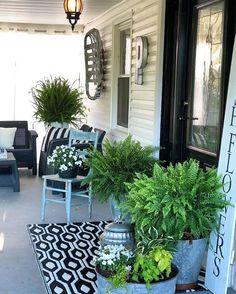Front porch decorating, Outdoor patio decor, Front verandah, Porch decorating, O. Front Verandah, Front Door Porch, Front Porch Design, Front Door Decor, Porch Entrance, Summer Porch Decor, Country Porch Decor, Country Patio, Veranda Design