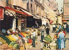Le bas de la rue Mouffetard et son marché très coloré, vers 1958  (Paris 5e)