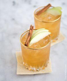 Drink med bubbel och kanel Apple Pie Moonshine, Moonshine Cocktails, Fall Cocktails, Zucchini, Hard Apple Cider, Pumpkin Beer, Whiskey Sour, Signature Cocktail, Bellini