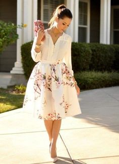 Midi romantic floral skirt, white blouse and pink clutch. Amazing spring look 2015 😍. Look Fashion, Spring Fashion, Womens Fashion, Fashion Styles, Classy Fashion, Romantic Style Fashion, Street Fashion, Cali Fashion, Fashion Beauty