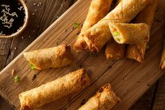 Crispy and dense dish. Rolled with cooked chicken Low Sodium Recipes, Diet Recipes, Healthy Recipes, Wanton Wrapper Recipes, Tapas, Kidney Friendly Diet, Renal Diet, Dialysis Diet, Low Sodium Soy Sauce