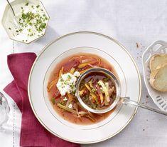 Durch die Rande bekommt diese aus Osteuropa stammende Suppe eine wunderbare Farbe. Mit unterschiedlichem Gemüse – oder mal mit Fleisch – lässt sie sich köstlich variieren. Thai Red Curry, Love Food, Ramen, Ethnic Recipes, Eastern Europe, Beef, Food Portions, Food Food, Recipies