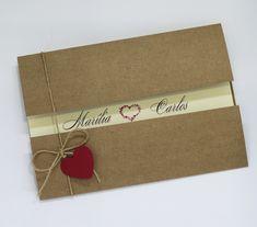 Convite da linha rústica! Envelope no papel Kraft 220 grs interno no papel telado branco 180grs Laço em rami com coração! ( cliente pode escolher a cor do coração! Tag com o nome do convidado cortesia!