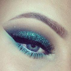 Photo by queenbeauteh- bold glittery eye
