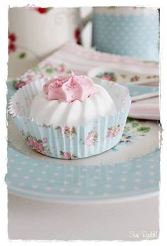 Meringues in pretty cases - beautiful to behold and to eat!