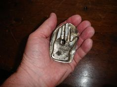 "AN EXTREMELY RARE ,AMERICAN TIN,MINIATURE ""HAND"" COOKIE CUTTER,AMAZING,WORKS ! 