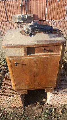 Ilyen, amikor a régi szekrények új életre kelnek – Otthonlap.hu Shabby, Storage Chest, Diy Furniture, Modern, Table, Home Decor, Tips, Furniture, Trendy Tree