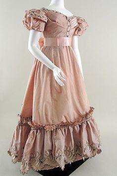 ca. 1830, Abendkleid aus Seidentaft mit Stickereien, England