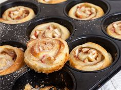 Apple and cinnamon buns - with only 5 ingredients to enjoy the cinnamon buns! We say euc . - Apple and cinnamon buns – with only 5 ingredients to enjoy the cinnamon buns! Easy Cookie Recipes, Sweet Recipes, Cake Recipes, Apple Cinnamon Rolls, Cinnamon Apples, Cinnamon Recipe, Bon Dessert, Homemade Sweets, Wontons