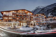 Austria Winter, Tyrol Austria, Beste Hotels, Spa Offers, Hotel Spa, Dubai Hotel, Beautiful Hotels, Mountain Landscape, Luxury Apartments