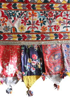 Antique hand embroidered 'Toran' with Flower Pattern. A Toran is a decorative door hanging from the Indian Sub-Continent used for celebrations. Textile Patterns, Textile Art, Flower Patterns, Indian Embroidery, Hand Embroidery, Folklore, Indian Textiles, Bohemian Decor, Bohemian Soul