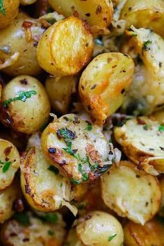 Italian Roasted Potatoes - buttery, cheesy oven-roasted potatoes with Italian…(Baby Potato Recipes) Potato Dishes, Vegetable Dishes, Vegetable Recipes, Food Dishes, Side Dishes, Vegetarian Recipes, Cooking Recipes, Healthy Recipes, Vegetarian Italian