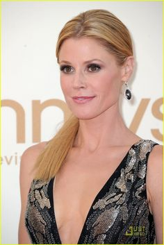 3. Julie Bowen, who won for her role as Clare Dunphy on Modern Family, wow-ed in these Neil Lane pear shaped black diamond drops with white diamond pave surround.