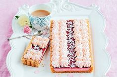 Australia Day Recipes: We pay tribute to an Aussie classic by transforming the iconic Arnott& Iced VoVo into a delectable tart. Tart Recipes, Sweet Recipes, Dessert Recipes, Cooking Recipes, Cheesecake Recipes, Dessert Ideas, Salad Recipes, Keto Recipes, Aussie Food