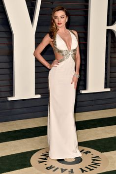 Miranda Kerr channeled Hollywood glamour in this custom white cutout Emilio Pucci gown, Lorraine Schwartz jewels, Jimmy Choo shoes, and Judith Lieber clutch at the Oscars 2015 Afterparty. Sexy White Dress, White Gowns, Celebrity Red Carpet, Celebrity Style, Beautiful Dresses, Nice Dresses, Oscar Fashion, High Fashion, Formal Cocktail Dress