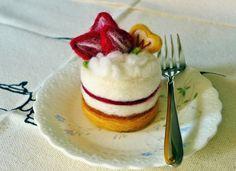 Needle felted cake Strawberries cake by FunFeltByWinnie on Etsy, $38.00