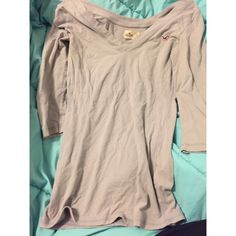 Hollister shirt Super cute Hollister shirt. Not a full long sleeve goes to the elbow! Says size large but can fit medium/ large !! Open to trades and offers! Bundle to get a discount. Hollister Tops Tees - Long Sleeve