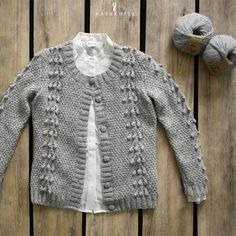 The set is worked in DROPS Alpaca. Baby Knitting Patterns, Free Knitting, Free Crochet, Crochet Patterns, Drops Design, Gilet Crochet, Knit Crochet, Crochet Hats, The First Noel