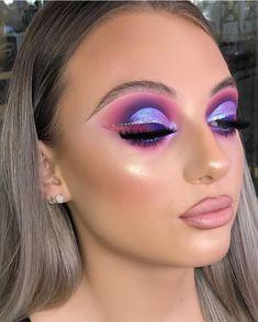 Kim kardashian glitter gunmetal eyeshadow makeup look ✨ 🔥 Baddie Makeup, Sexy Makeup, Flawless Makeup, Cute Makeup, Glam Makeup, Gorgeous Makeup, Eyeshadow Makeup, Unique Makeup, Colorful Eye Makeup
