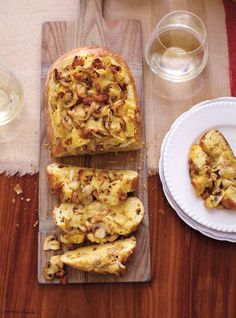 Ricardo& recipe : Sausage Strata in a Loaf Menu Brunch, Brunch Recipes, Good Morning Breakfast, Best Breakfast, Ricardo Recipe, Chops Recipe, Pork Chop Recipes, Pain, Food To Make