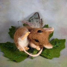 I am not a fan of mice in my house, but this adorable Felted Mouse is an exception. love the little leaf bed...