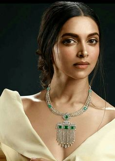 Jav I Deepika Padukone for Tanishq's Jewels of Royalty collection. Indian Wedding Jewelry, Bridal Jewelry, Gold Jewelry, Jewelry Bracelets, Diamond Jewelry, Diamond Bangle, Bangles, Emerald Necklace, Diamond Pendant Necklace