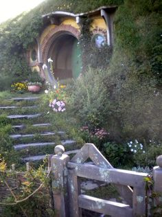 I love how Bag End compliments nature; it's build around it; it didn't destroy so it could build, but rather it adapted. Bless that home haha