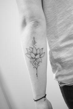 delikatny czarny tatuaż lotosa na ręcę Tattoos, Best Tattoos For Women, Tatuajes, Tattoo, Tattos, Tattoo Designs
