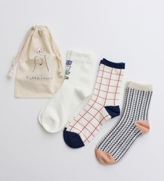 Cute little socks, yes please and a sweet little bag ✕