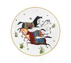 Cheval d'Orient - Hermès  Richesse et raffinement des décors traités à la manière des miniatures persanes, formes inspirées des pièces d'harnachements de chevaux, Cheval d'Orient évoque les caravanes de la soie et la convivialité de l'Orient.