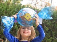 מחפשים להפתיע עם משלוח מנות מקורי ויצירתי? קבלו 12 רעיונות למשלוחי מנות מדליקים מרחבי הרשת:  משלוח מנות מקופסאות סימילאק/מטרנה ריקות הסברים ותמו... Mishloach Manos, Gift Packaging, Diy Cards, Cardmaking, Birthday Cards, Favors, Crafts For Kids, Projects To Try, Gifts