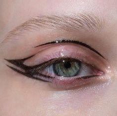 Punk Makeup, Edgy Makeup, Makeup Eye Looks, Grunge Makeup, Eye Makeup Art, Pretty Makeup, Skin Makeup, Makeup Inspo, Makeup Inspiration