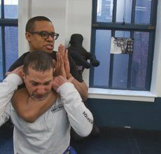 Mansome 134: Break Out of a Choke Hold with Krav Maga | Watch the video - Yahoo! Screen Canada