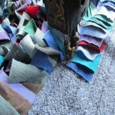 Sew Blankets Make a Shag Rag Rug in a Few Hours - Homesteading and Livestock - MOTHER EARTH NEWS - Shag rag rugs made of old clothes are durable, attractive, easy to care for and can be machine sewn in a few hours. Sewing Hacks, Sewing Crafts, Sewing Projects, Sewing Ideas, Diy Crafts, Fabric Rug, Fabric Scraps, Scrap Fabric, Homemade Rugs