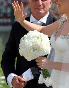 Bouquet sposa bianco e verde, con bacche e piccole ...