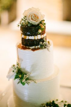 Cake by M Cakes Sweets Photography by Arika Jean Casey Kaui Naked Cake Caramel drizzle