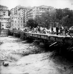Alluvione del 7-8 ottobre 1970. Genova, esondazione del Bisagno. (Foto: Publifoto – Giorgio Bergami. Via Pertinace, 1/1 – Genova).
