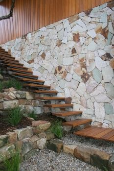 Be inspired by the best in stone walling. At Eco Outdoor® we look for pieces that reflect the natural internal tonal variations of the stone once split. This ensures that the end result is a stunning spectrum of true to life colour. Natural Stone Cladding, Natural Stone Wall, Natural Stones, Sandstone Wall, Outside Pool, Australian Native Garden, Bungalow Exterior, Garden Design, House Design