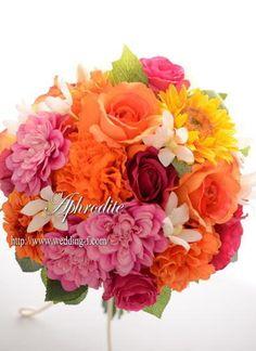 ウエディングブーケ専門ショップ・アフロディーテ(Wedding Bouquet Aphrodite) 鮮やかなオレンジ・ピンクのクラッチブーケ★