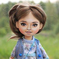 Девочка с легким портретным сходством (НЕ 100 % ПОРТРЕТНАЯ, а с Легким  сходством)  Нежная, милая девушка.  Наконец-то могу показать ее  #текстильнаякукла #текстильнаякуколка #кукларучнойработы #куклапофотографии #хендмейд #handmade #handmadedoll #dollscollection #textiledoll #мастеркрафт