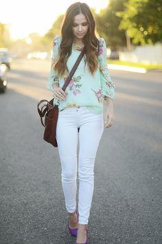 Mint floral / white jeans / colored pumps @Blanca Prado Plum