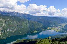Binnenkort naar Kroatië? Rijd door het binnenland van Slovenië naar Kroatië. Ontdek de schoonheid van Slovenië met deze mooie route door Slovenië. Dubrovnik, Italy Travel, Travel Europe, Rock Climbing, Holiday Travel, Travel Inspiration, Places To Go, Road Trip, Scenery