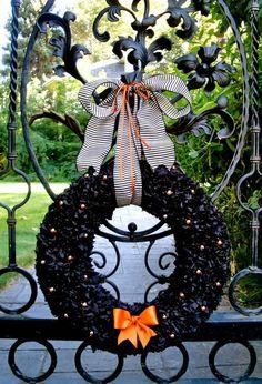 http://lilluna.com/wp-content/uploads/2011/09/halloween-wreath-192.jpg