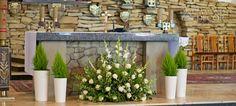kosciol9 Diamond Decorations, Flower Decorations, Wedding Decorations, Altar Flowers, Church Flowers, White Flower Arrangements, Wedding Altars, White Flowers, Flower Art