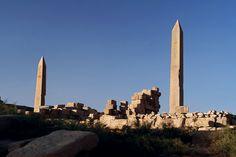 Obélisques de l'enceinte d'Amon-Rê - Complexe religieux de Karnak, Égypte. Amon, Stone Work, Anthropology, Archaeology, Egypt, Sacred Architecture, Luxor, Anthropologie