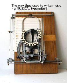 13. Una máquina de escribir  para partituras musicales.